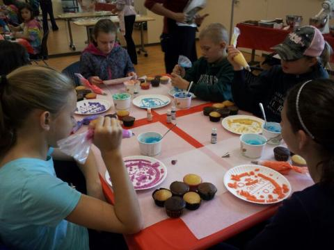 Cupcake Decorating with instructor Lori Pray
